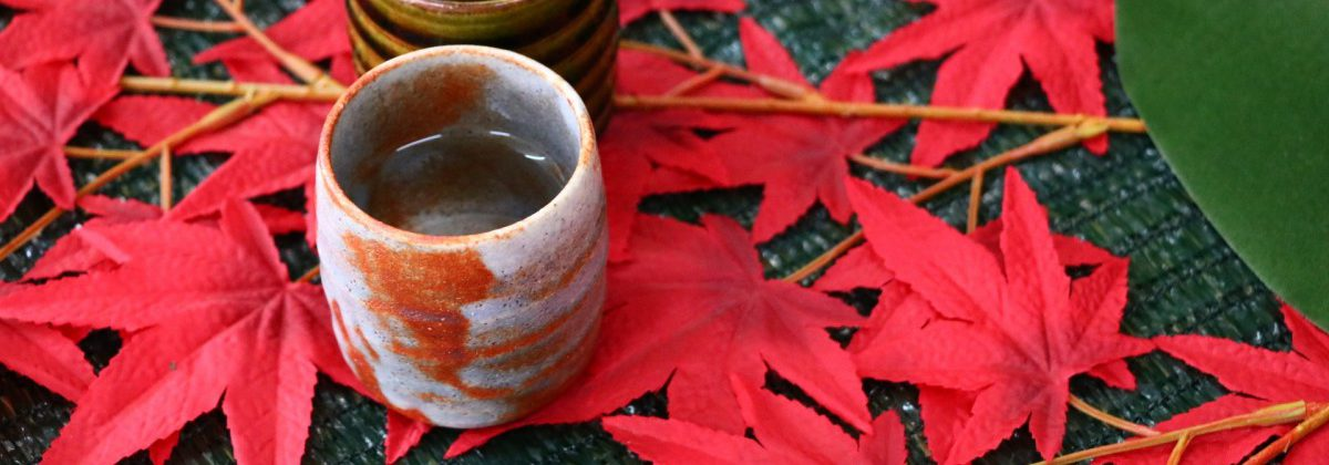 スライド3:紅葉と秋のイメージ